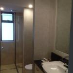 bathroom-wallpaper-installation-Byron-Bay-house