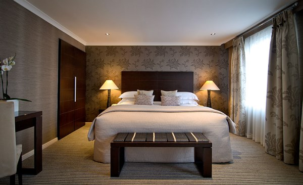 Hotel design using wallpaper for Bedroom ideas hotel style