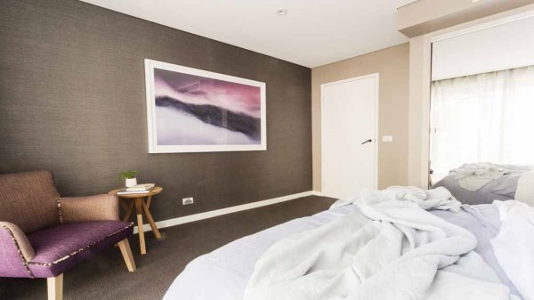 Dee's grasscloth bedroom